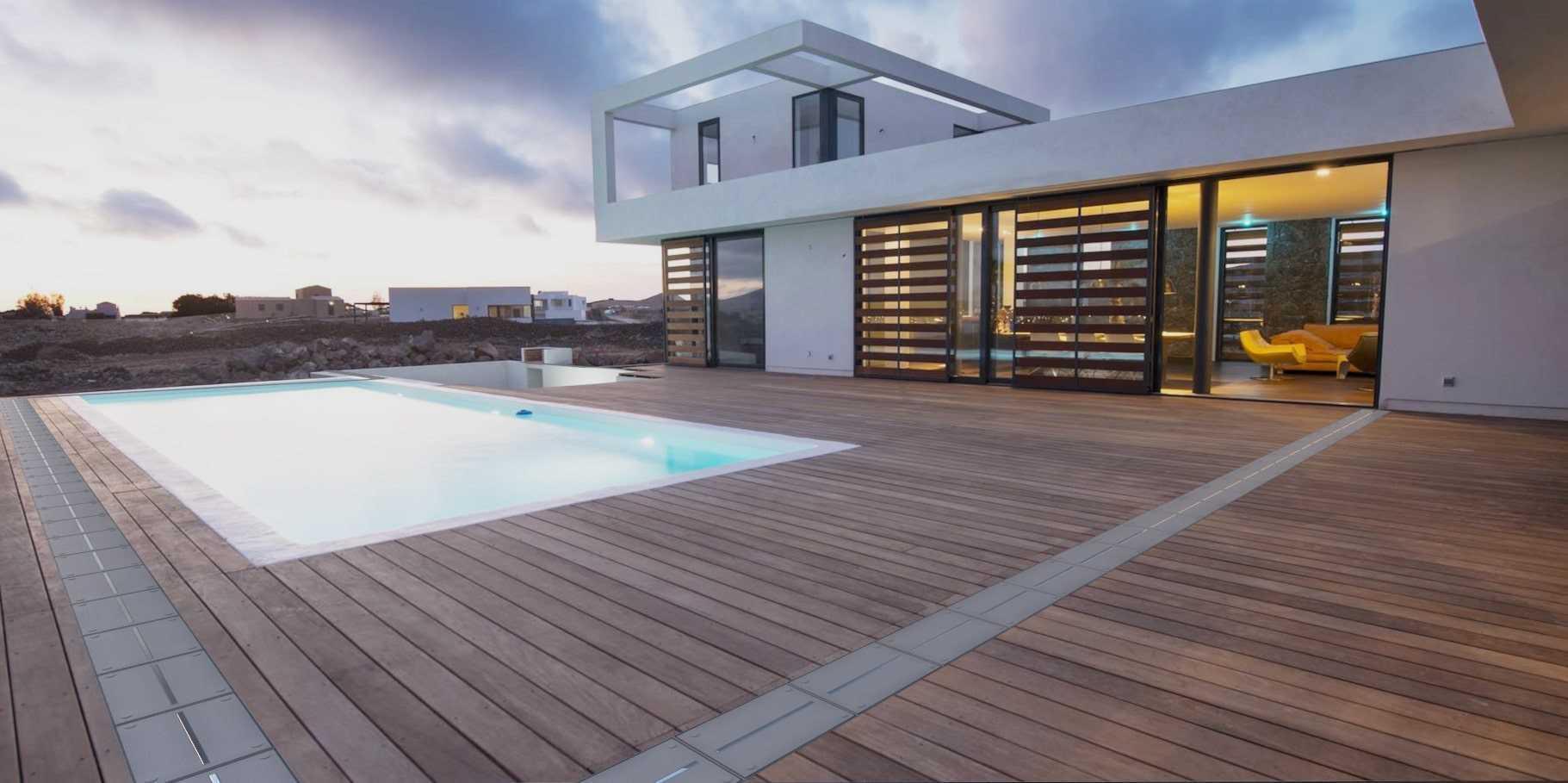 Haus mit Pool Absperrung offen